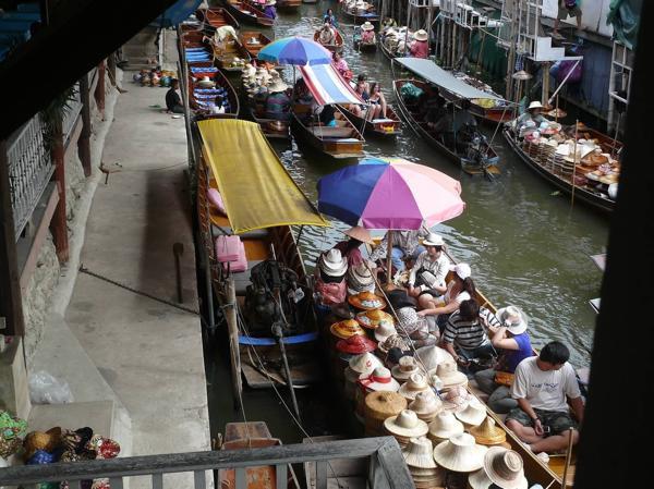 FloatingMarketHats